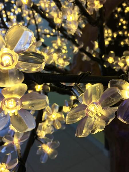 Сакура 2,5м 1728 светодиодов. Тепло-белая