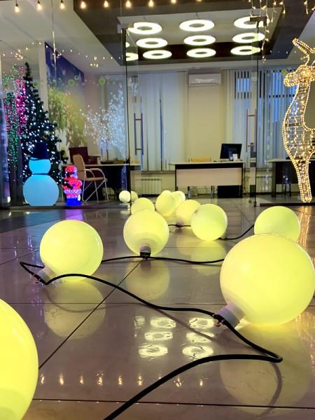 C МАТОВЫМИ шарами ПРОГРАММИРУЕМАЯ: 24 шара, d=220мм, длина 20м