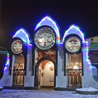 Новогоднее световое оформление здания