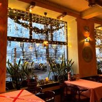 Светодиодные занавесы в оформлении ресторанов