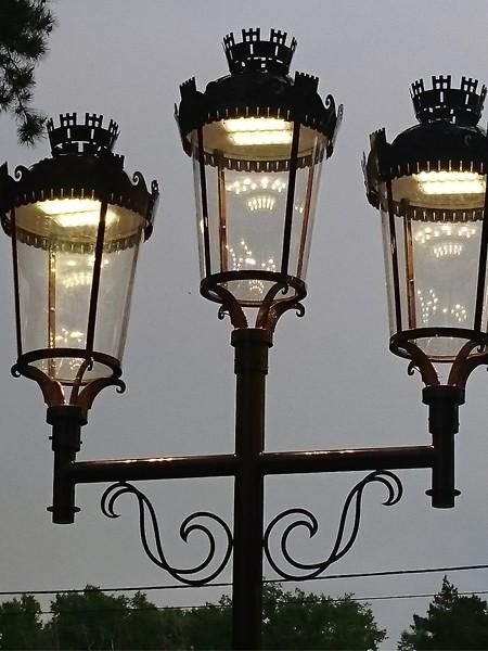 Фонарь LS Париж-3 с LED-источником, h=5м, трехрожковый