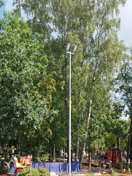 Мачтовая опора высотой 8м с консольными светильниками - 3шт.