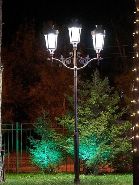 Фонарь LS Париж-3 с LED-источником, h=5м, трехрожковый с декором